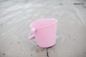 skladane-wiaderko-do-wody-i-piasku-scrunch-bucket-pudrowy-roz (1)