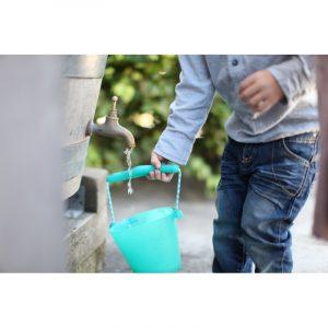skladane-wiaderko-do-wody-i-piasku-scrunch-bucket-turkusowy (2)