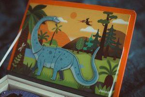 zun_pl_Magnetyczna-ukladanka-Dinozaury-Magnetibook-J02590-Janod-zabawki-rozwojowe-38430_14